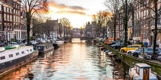 Amsterdam: 4 Star City Break Incl. Return Flights