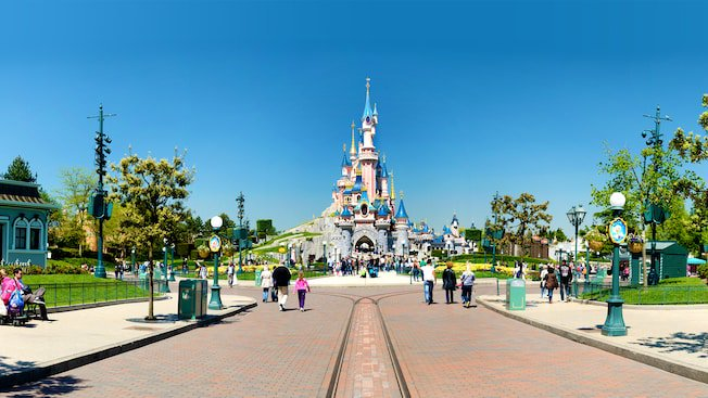 Disneyland Paris®: Short Break to the Kyriad Hotel Incl. Flights